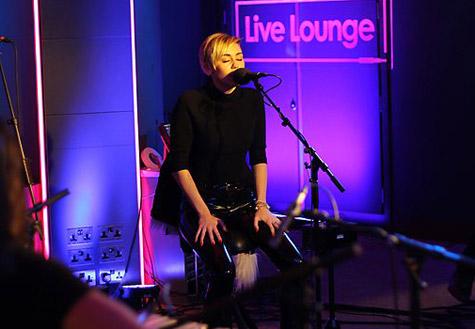miley-live-lounge